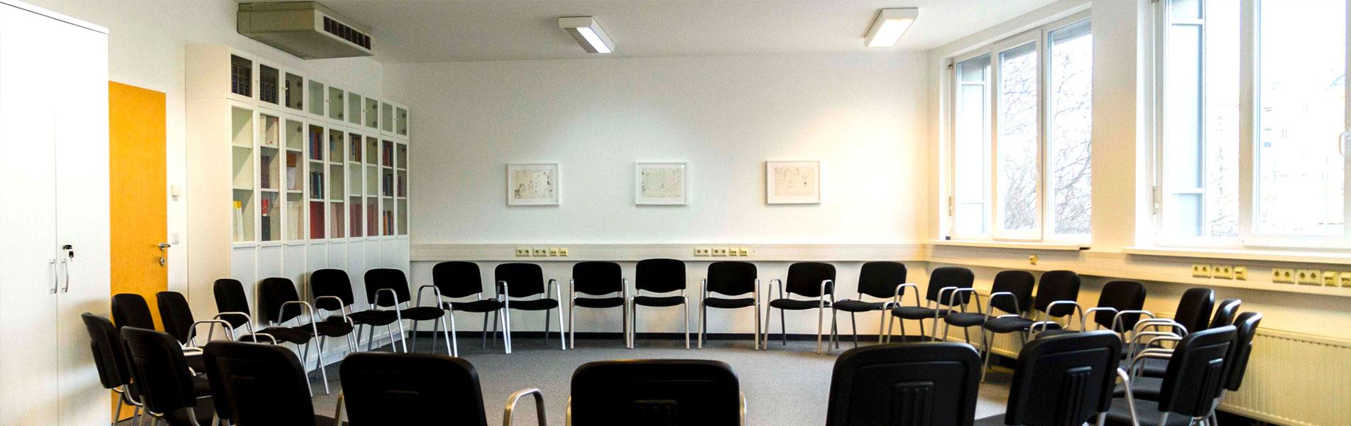 Bild mit Sesselkreis